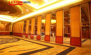 What Are the Benefits of Acoustic Room Dividers?
